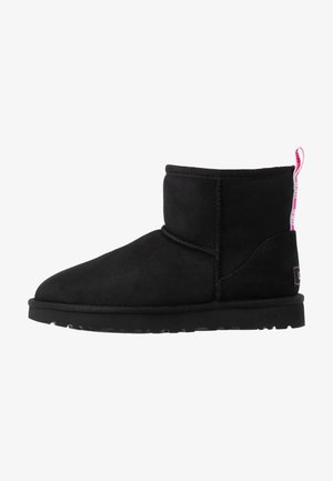 CLASSIC MINI GRAPHIC LOGO - Bottines - black/neon pink