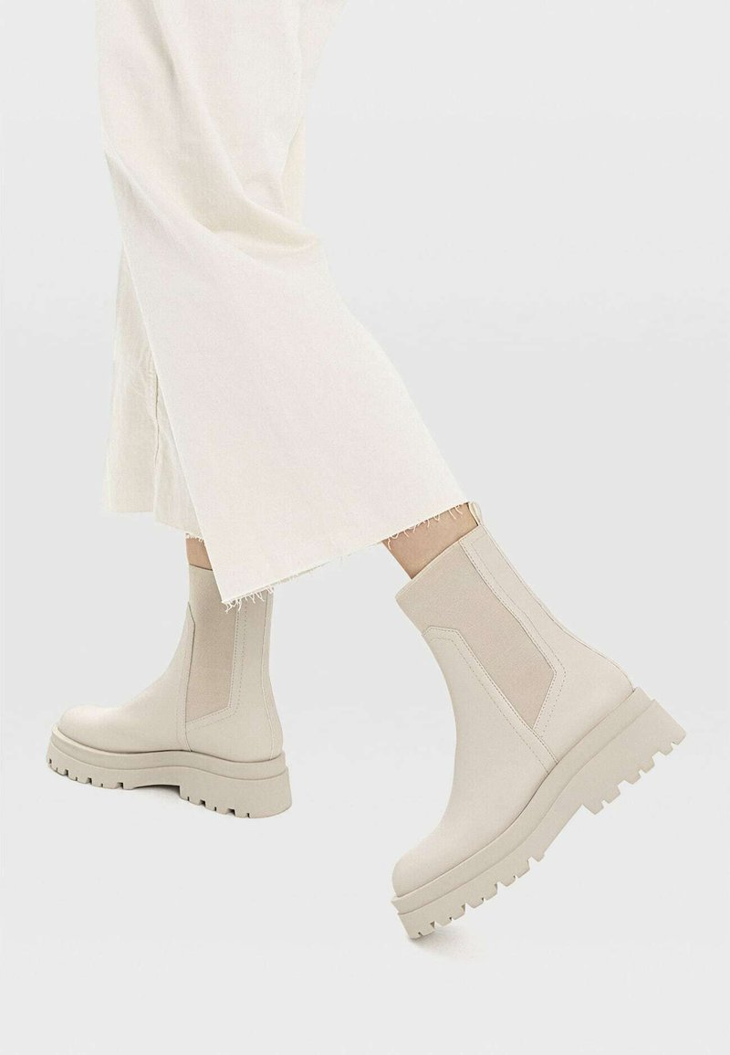 Stradivarius - Classic ankle boots - off white