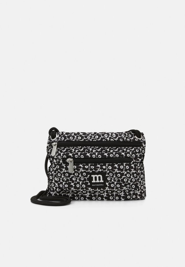 SMART TRAVELBAG UNIKKO BAG - Olkalaukku - off-white/black