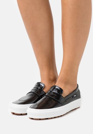 STYLE - Loaferit/pistokkaat - black/true white