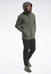 Reebok - THERMOWARM DELTAPEAK FULL-ZIP CONTROL - Zip-up hoodie - green - 6