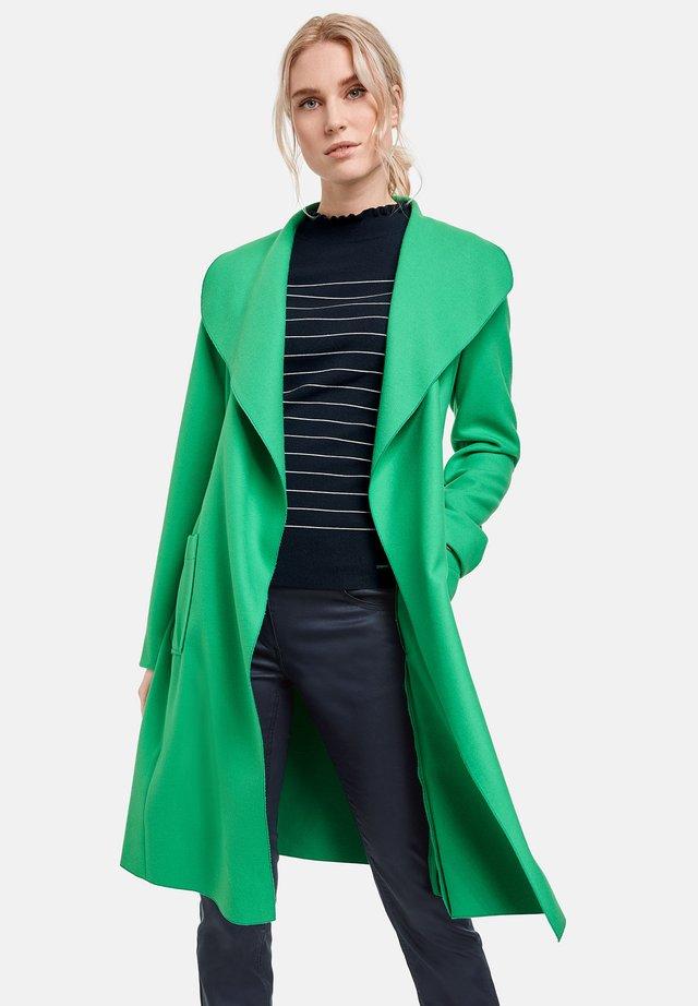 Trenchcoat - vibrant green