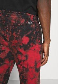 Volcom - STRANGE TIMES PANT - Kalhoty - deep red - 4