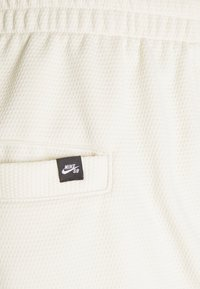 Nike SB - SUNDAY UNISEX - Tracksuit bottoms - coconut milk/light dew - 4