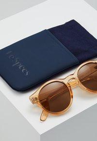 Le Specs - HEY MACARENA  - Okulary przeciwsłoneczne - beige - 2