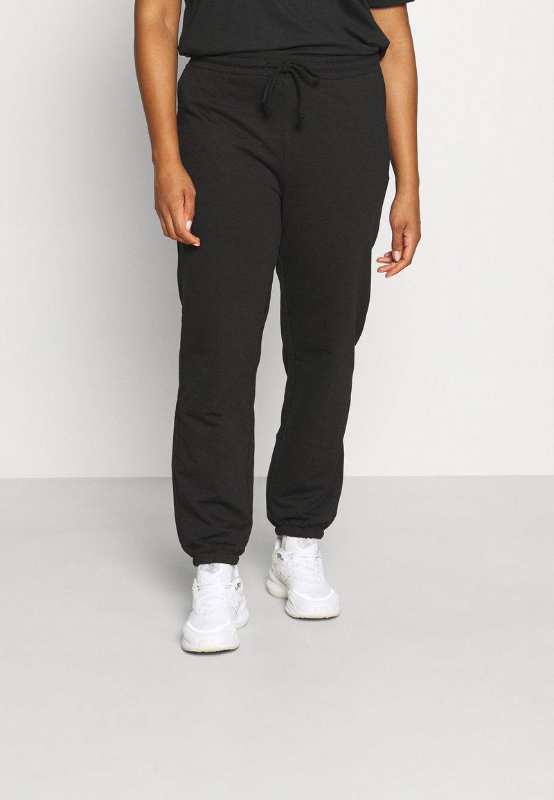 Vero Moda Curve - VMOCTAVIA PANT - Tracksuit bottoms - black