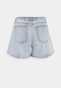 Missguided Plus - PLUS SIZE MOM - Shorts di jeans - blue - 1