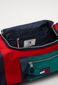 Tommy Jeans - HERITAGE DUFFLE - Weekend bag - green - 4