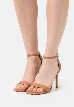 AFENDAVEN - Sandały - light brown