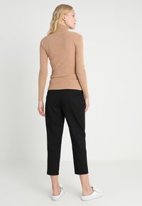Zalando Essentials - Stickad tröja - camel - 2