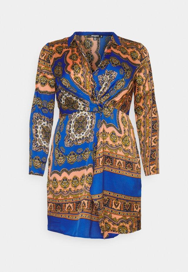KNOT FRONT SCARF PRINT DRESS - Vapaa-ajan mekko - blue