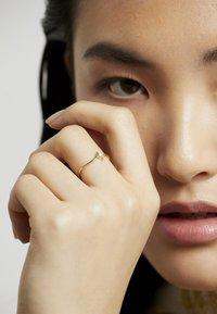 DIAMANT L'ÉTERNEL - Engagement Ring - Ring - gold-coloured - 2