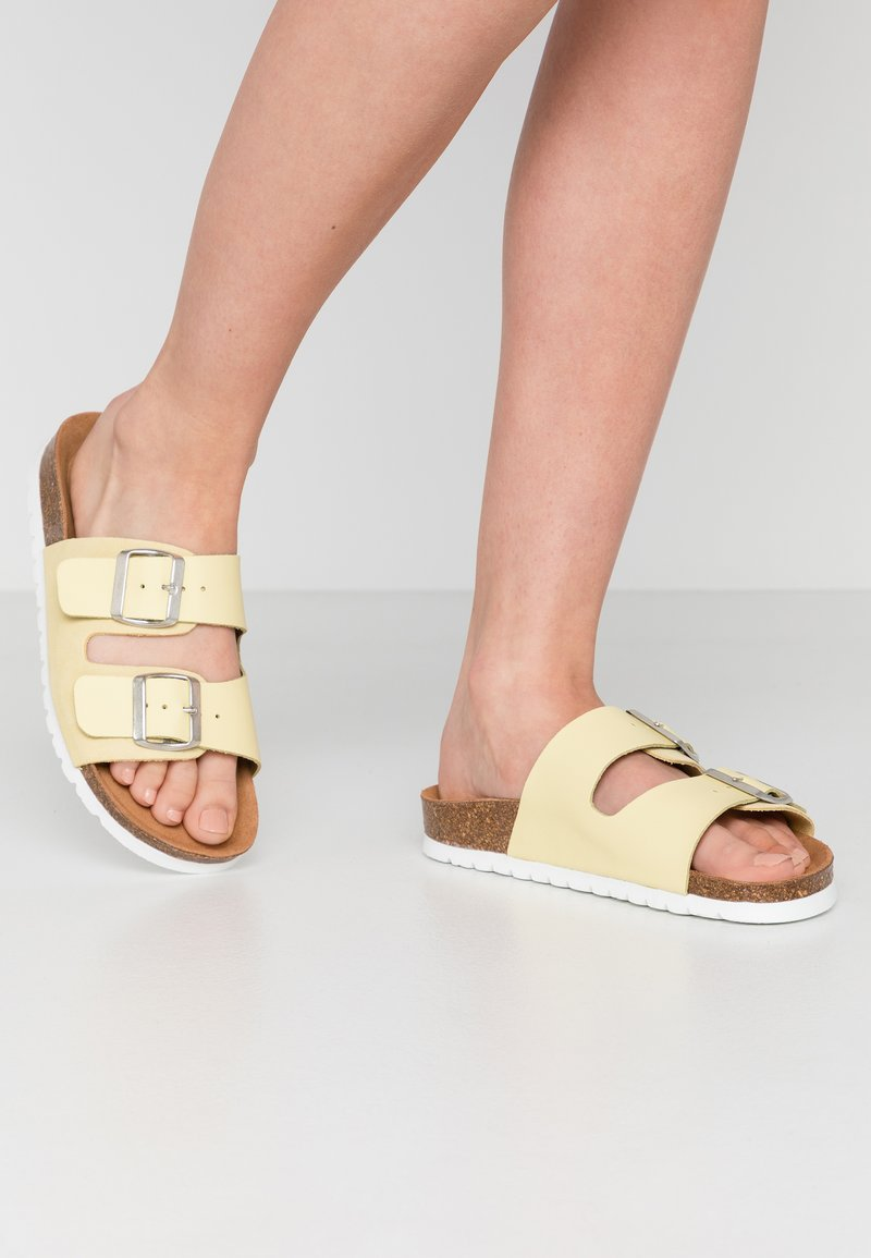Vero Moda - VMCARLA - Slippers - pale banana/silver