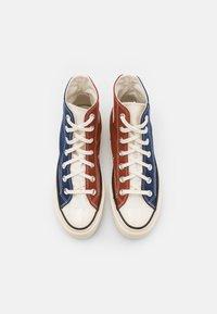 Converse - CHUCK 70 TRI BLOCK UNISEX - Sneakersy wysokie - cedar bark/midnight navy/egret - 3