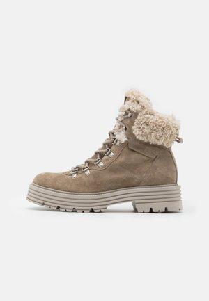 MORI - Platform ankle boots - biscuit