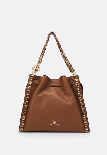 MINA CHAIN TOTE - Handbag - brown
