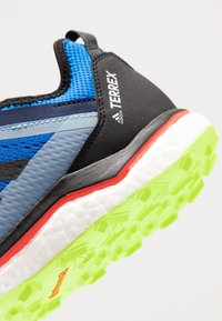 adidas Performance - TERREX AGRAVIC FLOW RUNNING - Laufschuh Trail - glow blue/core black - 5