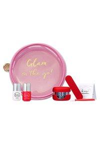 Le Mini Macaron - GLAM ON-THE-GO NAILS! LE MINI TRAVEL KIT - Nagelverzorgingsset - red white - 0