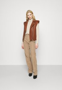 Topshop - RUNWAY - Relaxed fit jeans - taupe - 1
