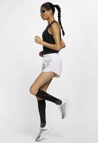 Nike Performance - MILER TANK - Sportshirt - black - 1