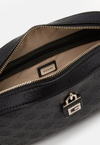 Guess - KAMRYN CROSSBODY TOP ZIP - Bandolera - black - 3