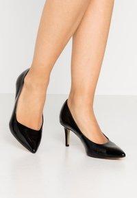 Tamaris - COURT SHOE - Classic heels - black - 0