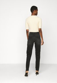 ONLY Tall - ONLVENEDA LIFE MOM - Relaxed fit jeans - black denim - 2