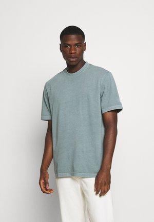 TEE - Basic T-shirt - midnight pine