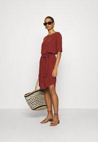 Selected Femme - SLFIVY BEACH DRESS - Žerzejové šaty - red - 1