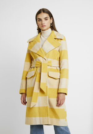 BOLD CHECK BELTED ROBE COAT - Classic coat - ochre/cream