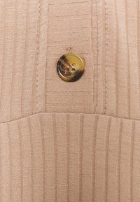 Dorothy Perkins - GINGHAM MIDI BUTTON FRONT DRESS - Day dress - camel - 2