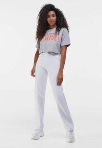 Bershka - MIT PRINT - Print T-shirt - light grey - 1