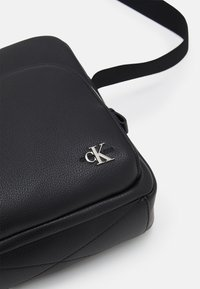 Calvin Klein Jeans - MICRO REPORTER UNISEX - Taška spříčným popruhem - black - 3