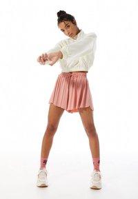 Stradivarius - FLIESSENDE - Shorts - pink - 1