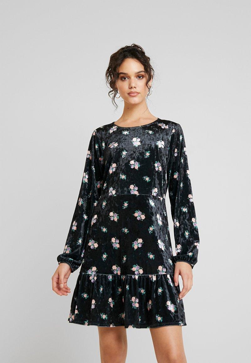 Monki - FIA DRESS - Jerseykjole - black