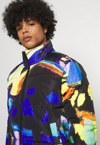 Vintage Supply - ART PRINT PUFFER JACKET - Winter jacket - blue - 3