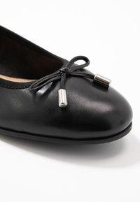 s.Oliver - 5-5-22112-24 - Ballet pumps - black - 2