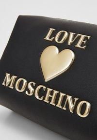 Love Moschino - BUSTINA - Trousse - black - 3