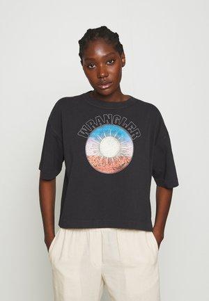BOXY TEE - Print T-shirt - washed black