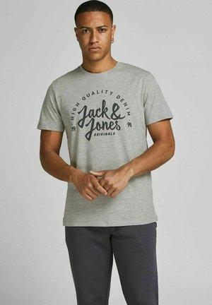 REGULAR FIT  - T-shirt med print - light grey melange