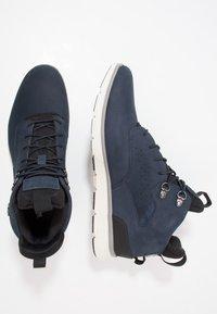 Timberland - KILLINGTON HIKER CHUKKA - Sneakersy wysokie - black iris - 1
