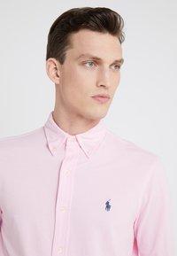 Polo Ralph Lauren - FEATHERWEIGHT MESH SHIRT - Košile - carmel pink - 4
