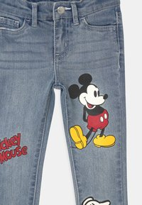 Levi's® - MICKEY MOUSE 710 SUPER SKINNY - Jeans Skinny - light-blue denim - 2