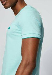 BOSS - Basic T-shirt - open blue - 3