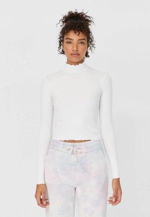 MIT GESMOKTEM KRAGEN - Long sleeved top - white