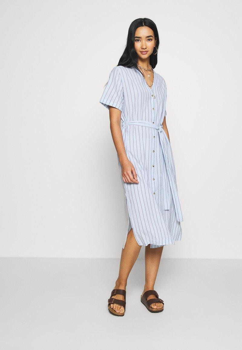 Leon & Harper - ROBUSTA STRIPES - Shirt dress - sky