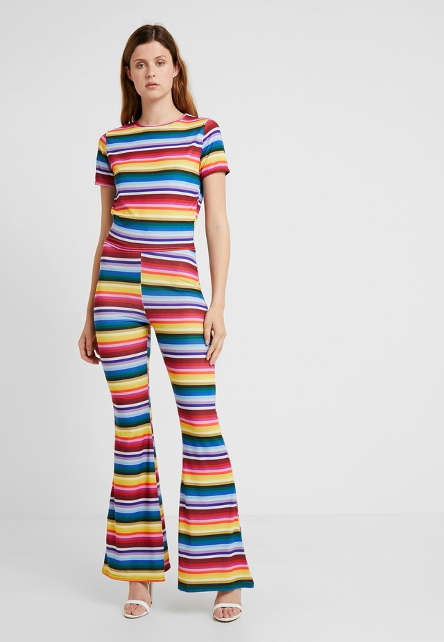 STRIPED AND FLARE TROUSER - T-shirt imprimé - blue