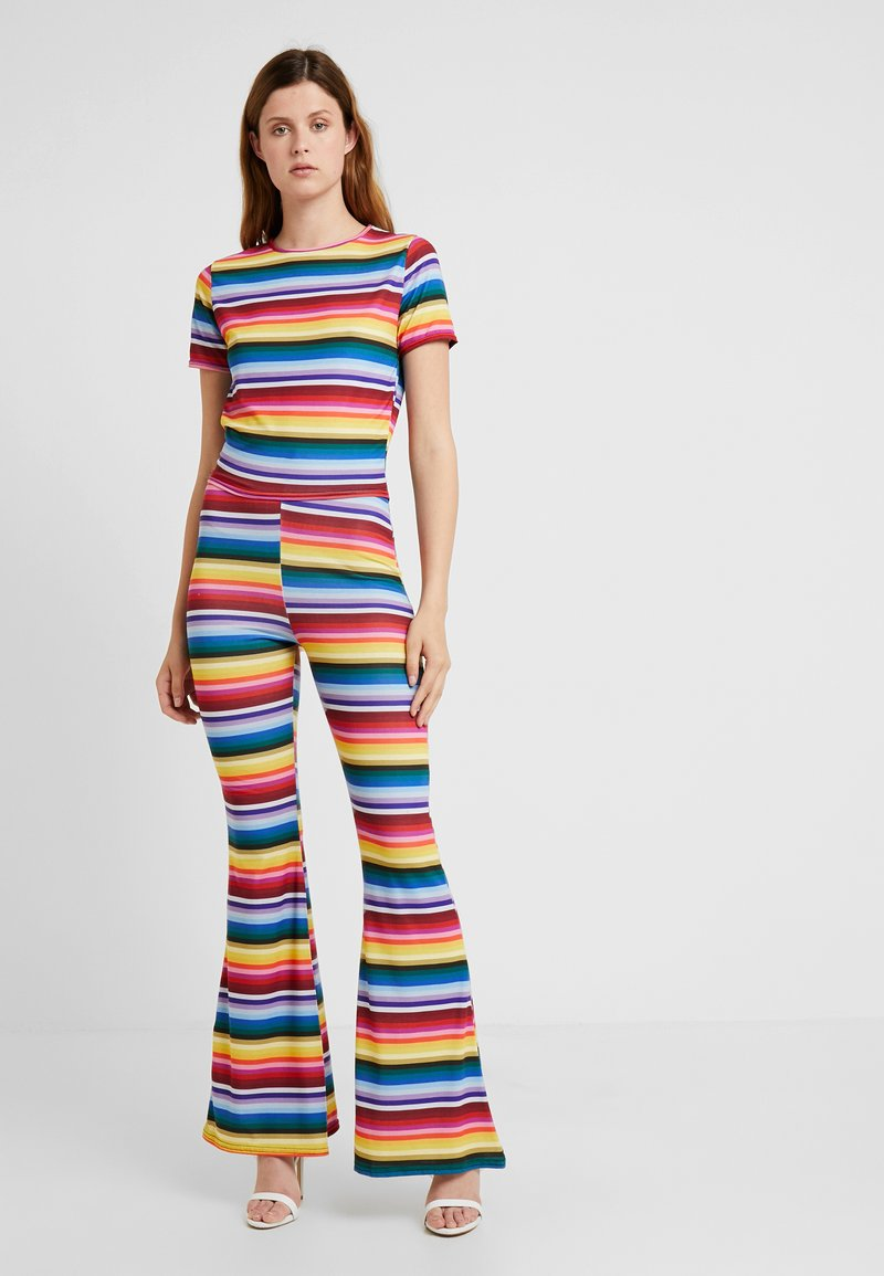 Missguided Tall - STRIPED AND FLARE TROUSER - T-shirt con stampa - blue