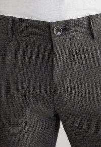 JOOP! Jeans - Trousers - schwarz/navy/braun - 6