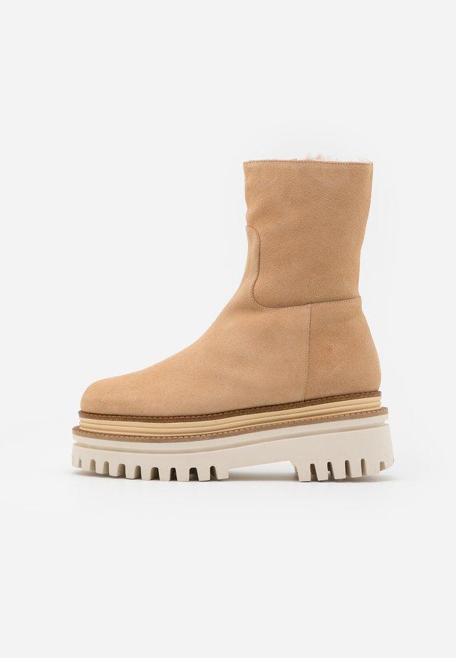 LEIRA - Snowboots  - sable